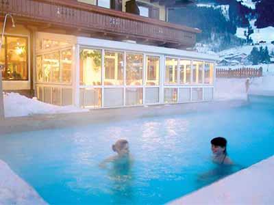 бассейн зимой двое фото