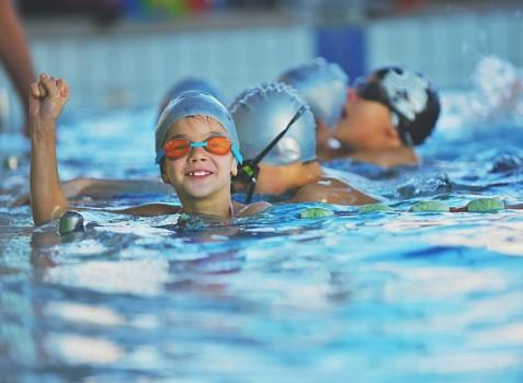 польза плавания для детей фото